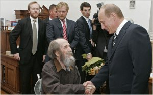 Aleksandr Solzhenitsyn, center, shaking hands with Vladimir V. Putin, Russia's former president, in 2007.