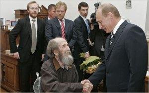 Aleksandr Solzhenitsyn, center, shaking hands with Vladimir V. Putin, Russia's former president, in 2007.