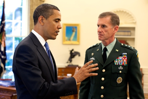 Barack_Obama_meets_with_Stanley_A__McChrystal_in_the_Oval_Office_2009-05-19